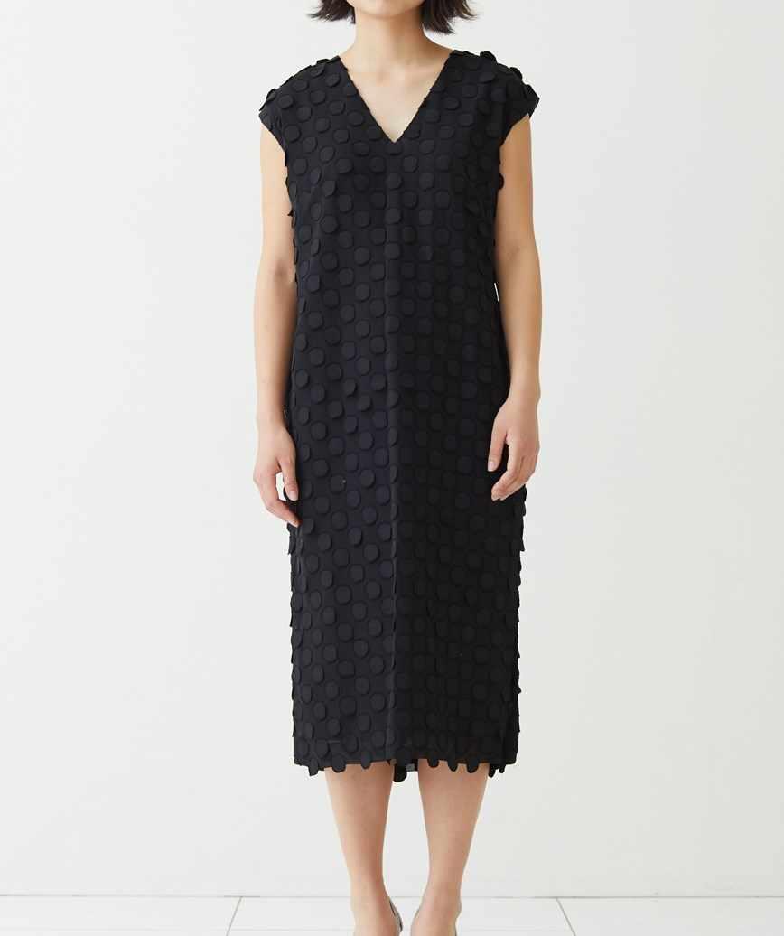 Vネックドットミディアムドレス―ブラック-M-L