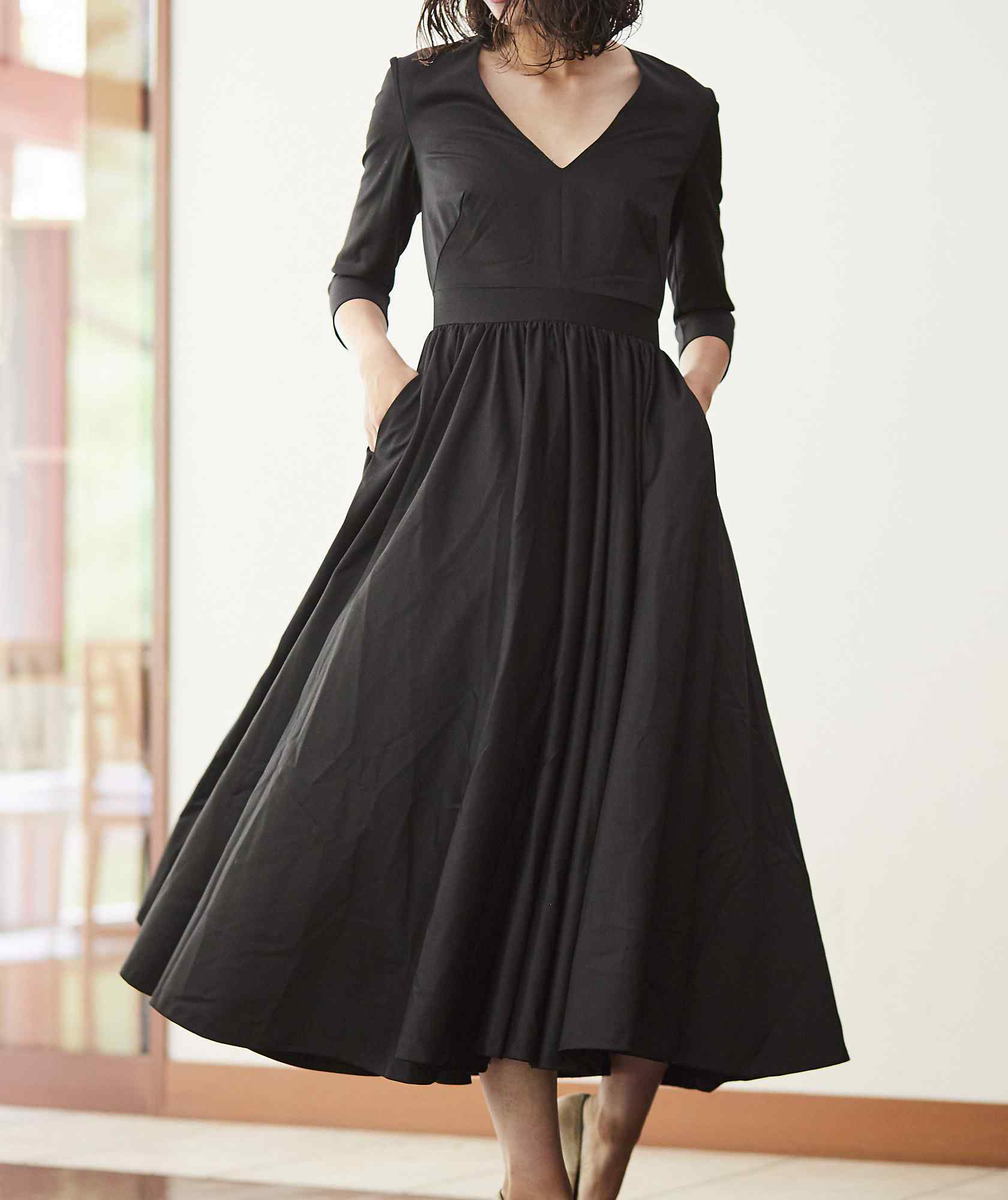 Vネックフレアレディミディアムドレス-ブラック-S