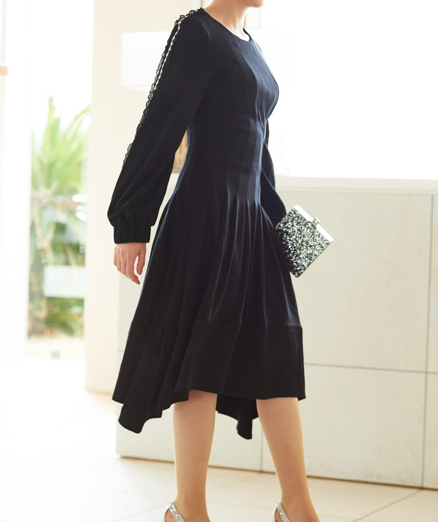 アシンメリックスリーブラインミディアムドレス―ブラック-M-L