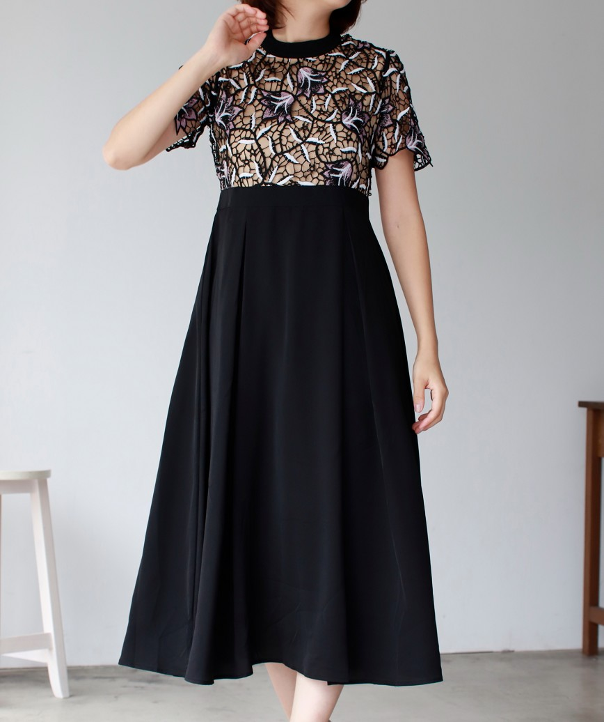 レーストップハイネックAラインミディアムドレス-ブラック-L