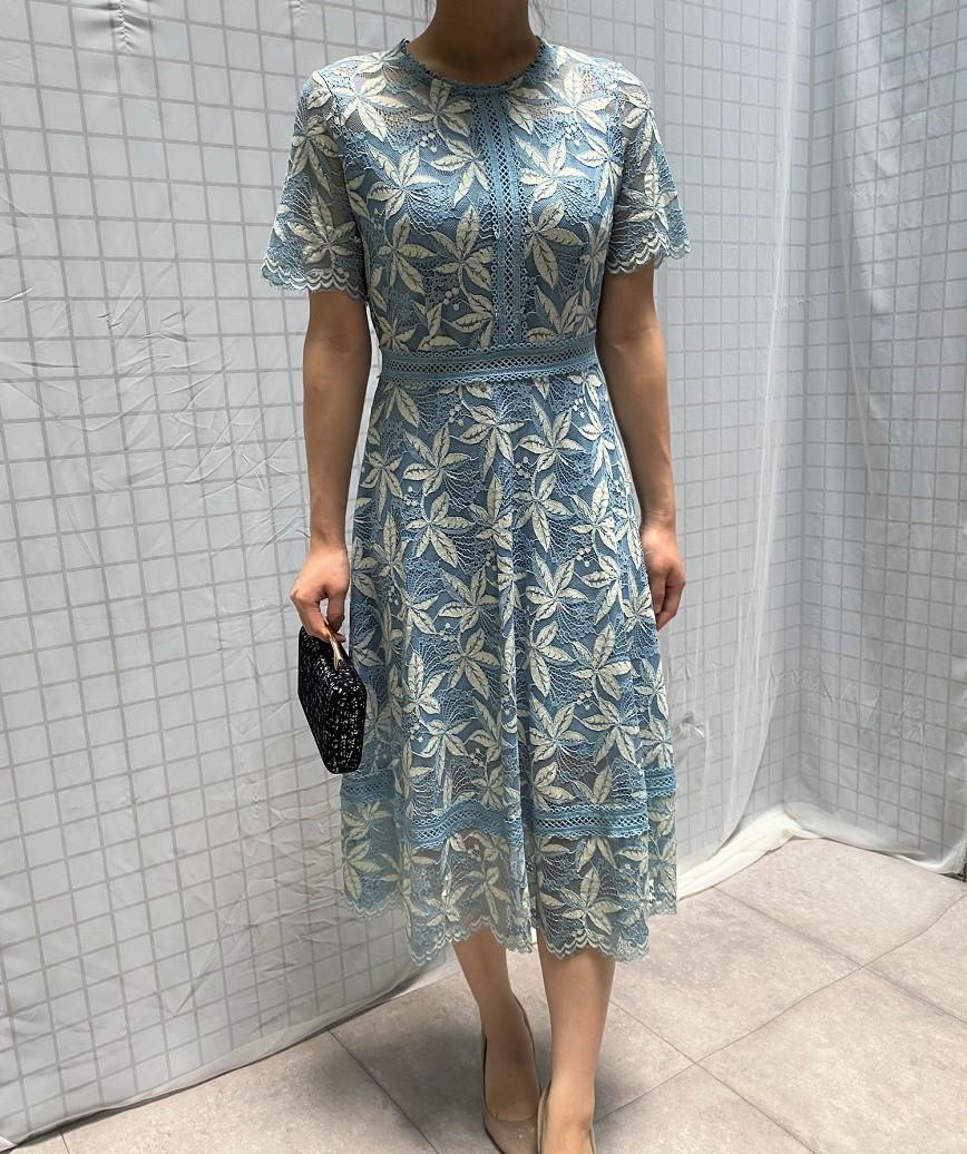 クルーネックフルレースフラワーパネルミディアムドレス-ブルー-M