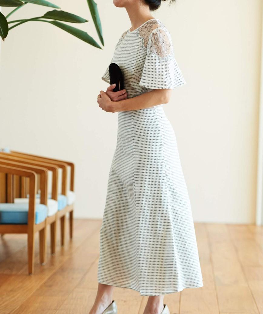 カットアウトドットミディアムドレス-ホワイト-S