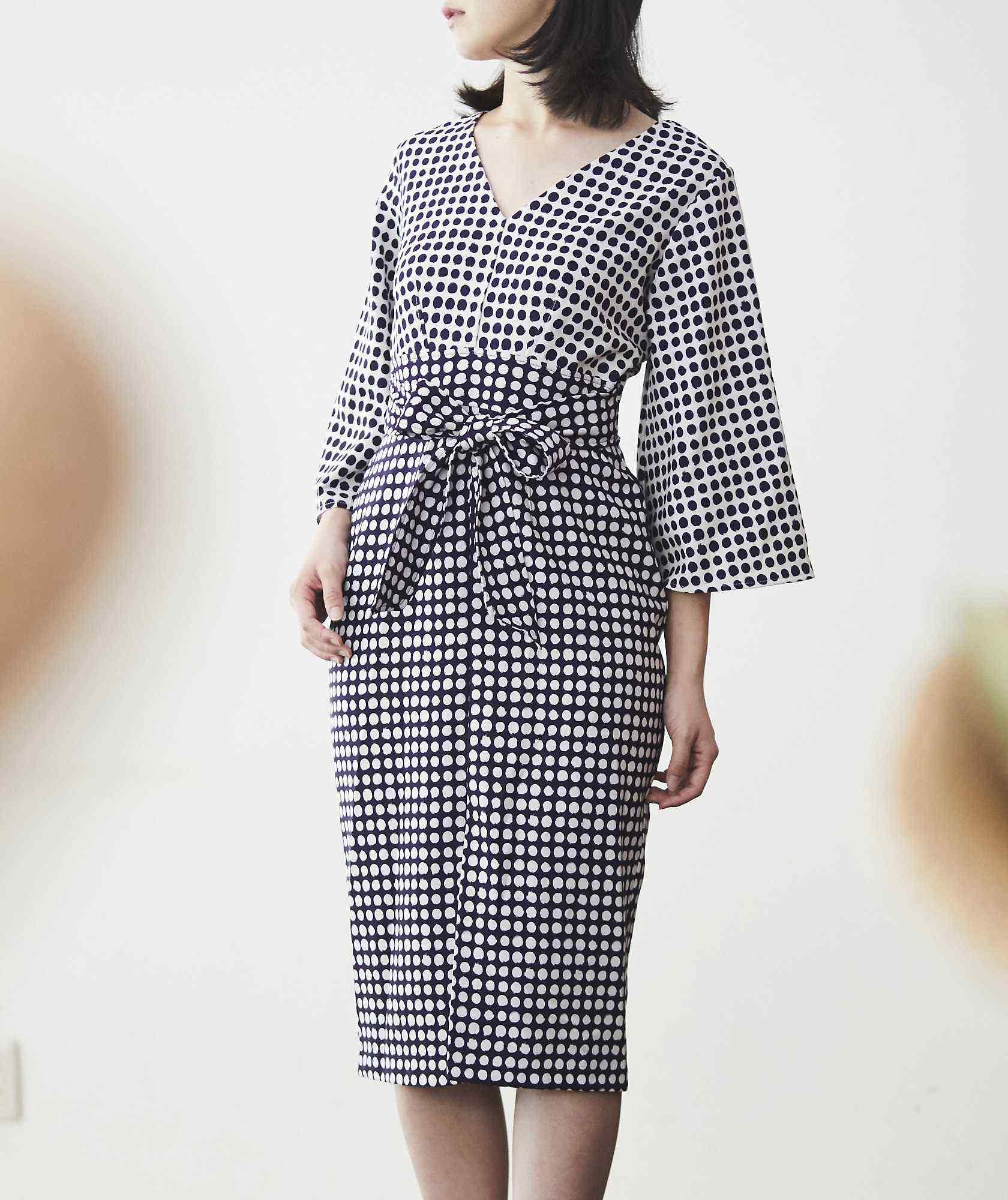 Vネックトッドウエストマークミディアムドレス―クリーム×ネイビー-ホワイト-S-M