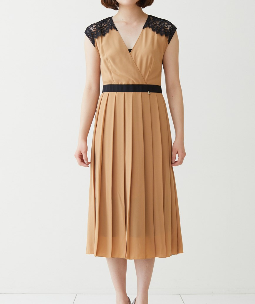 Vネックプリーツミディアムドレス―キャメル-M-L