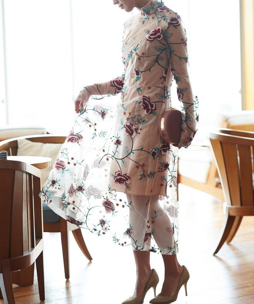 マルチフラワーハイネックミディアムドレス-ベージュ-M