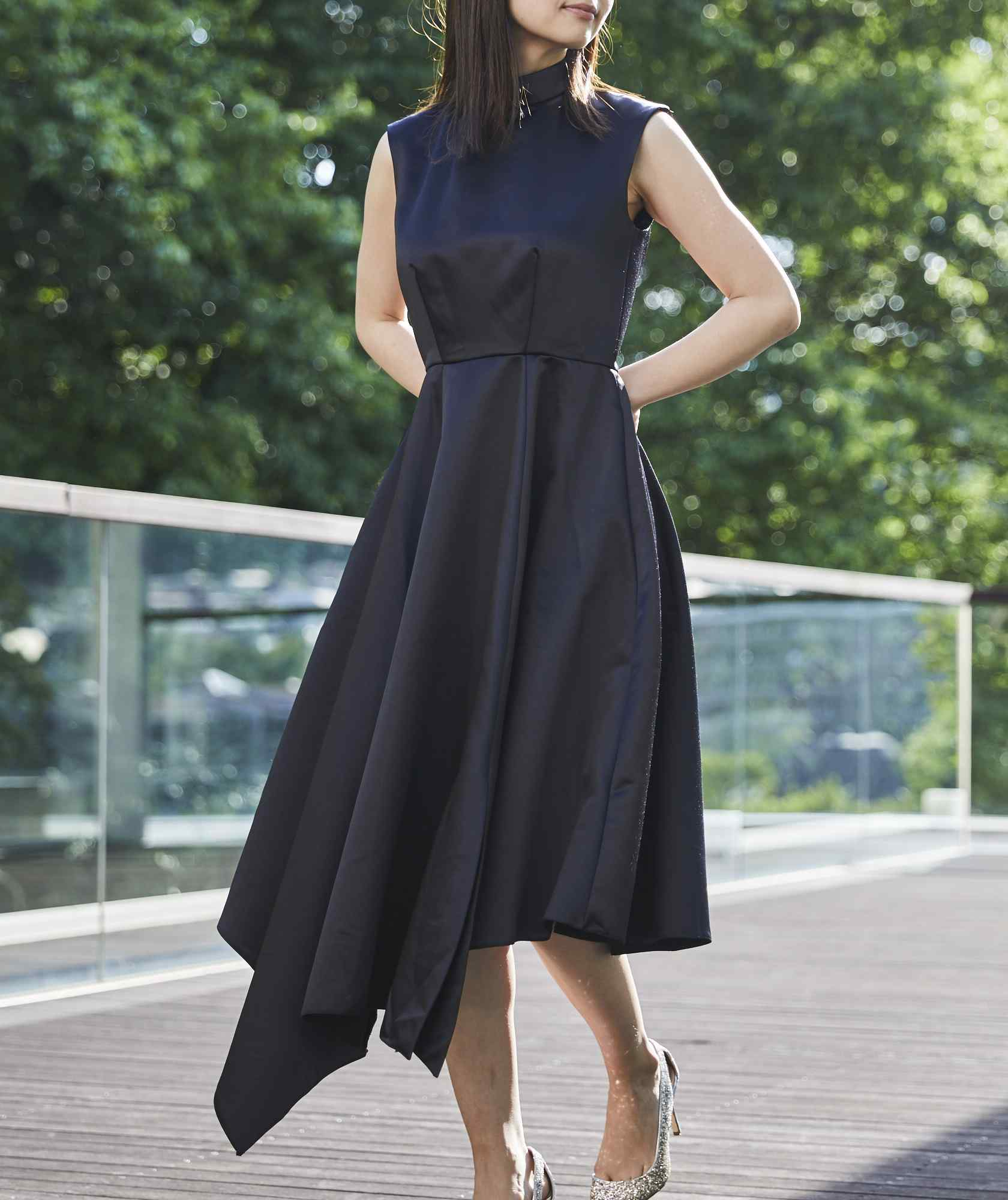 シャイニーハイネックオープンバックミディアムドレス-ブラック-S-M
