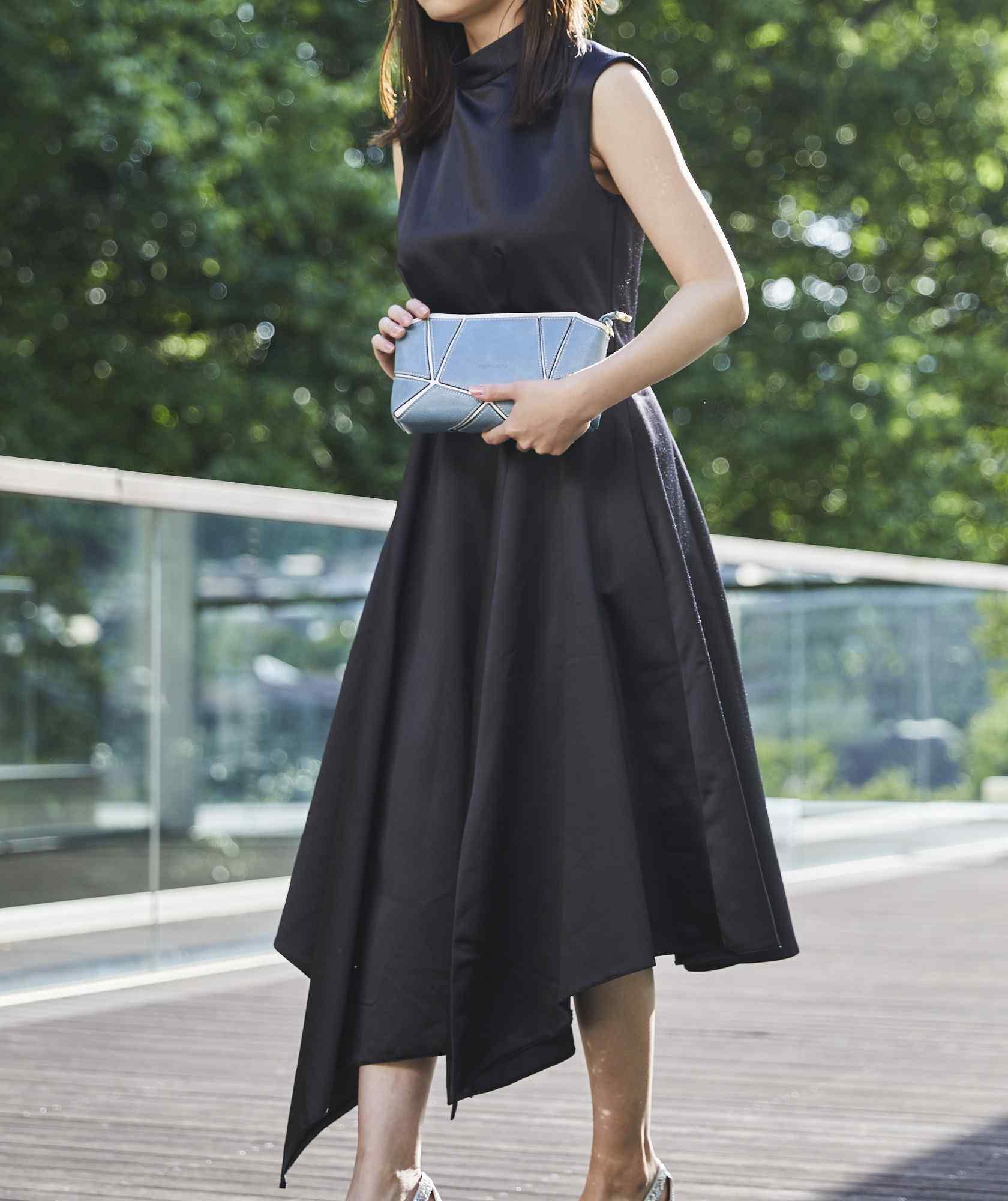 シャイニーハイネックオープンバックミディアムドレス-ブラック-M-L