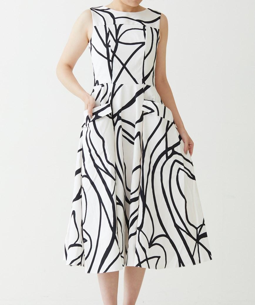 AラインVバックパターンミディアムドレス-ホワイト-M