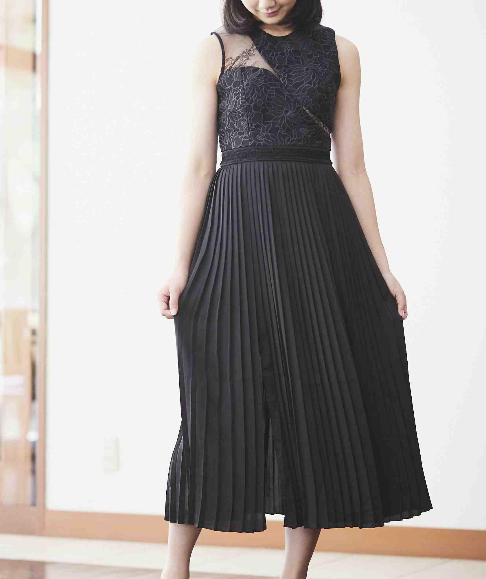 カットアウトレースプリーツミディアムドレス-ブラック-XS