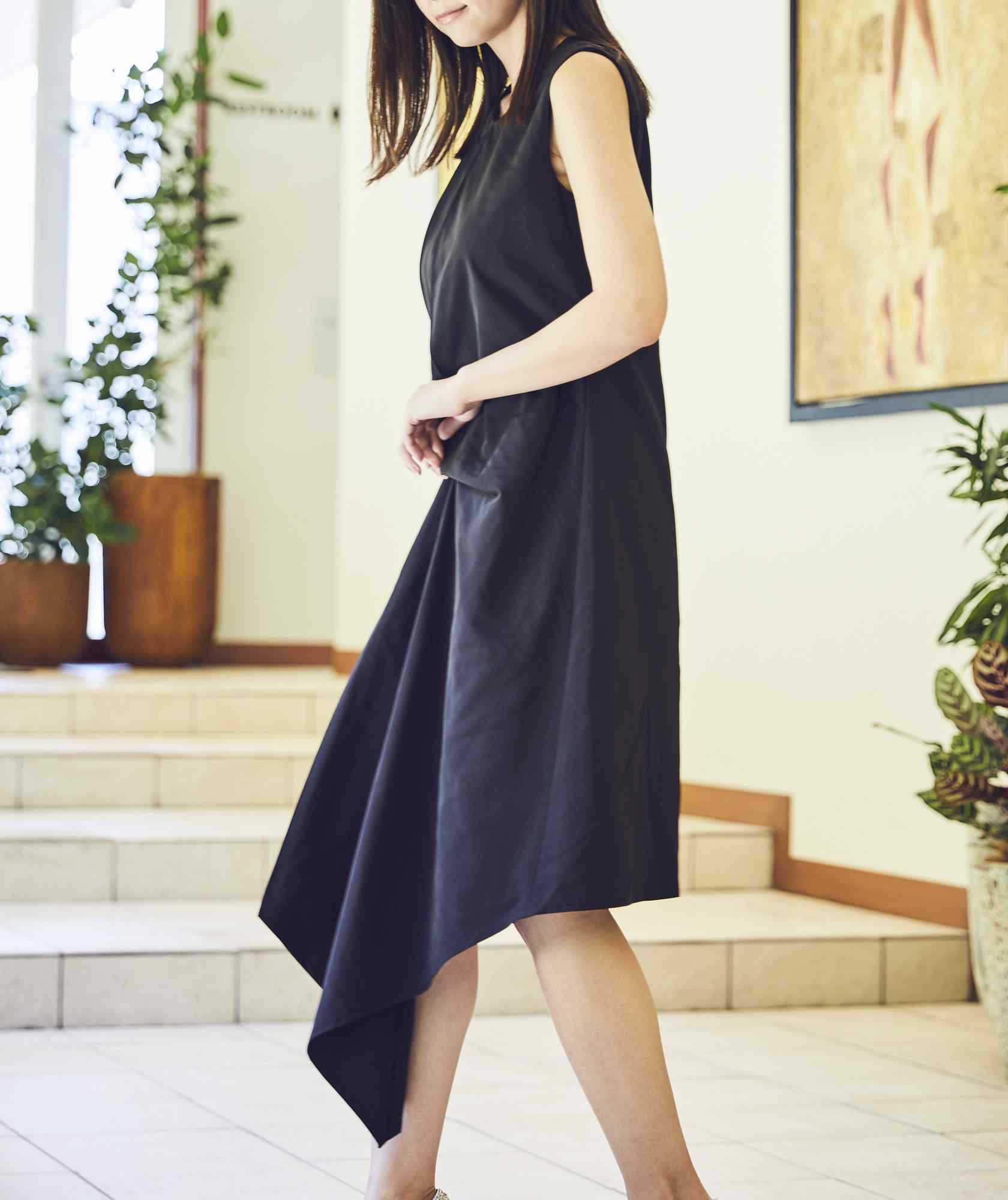 クルーネックデザイントップOGAラインミディアムドレス-ブラック-M