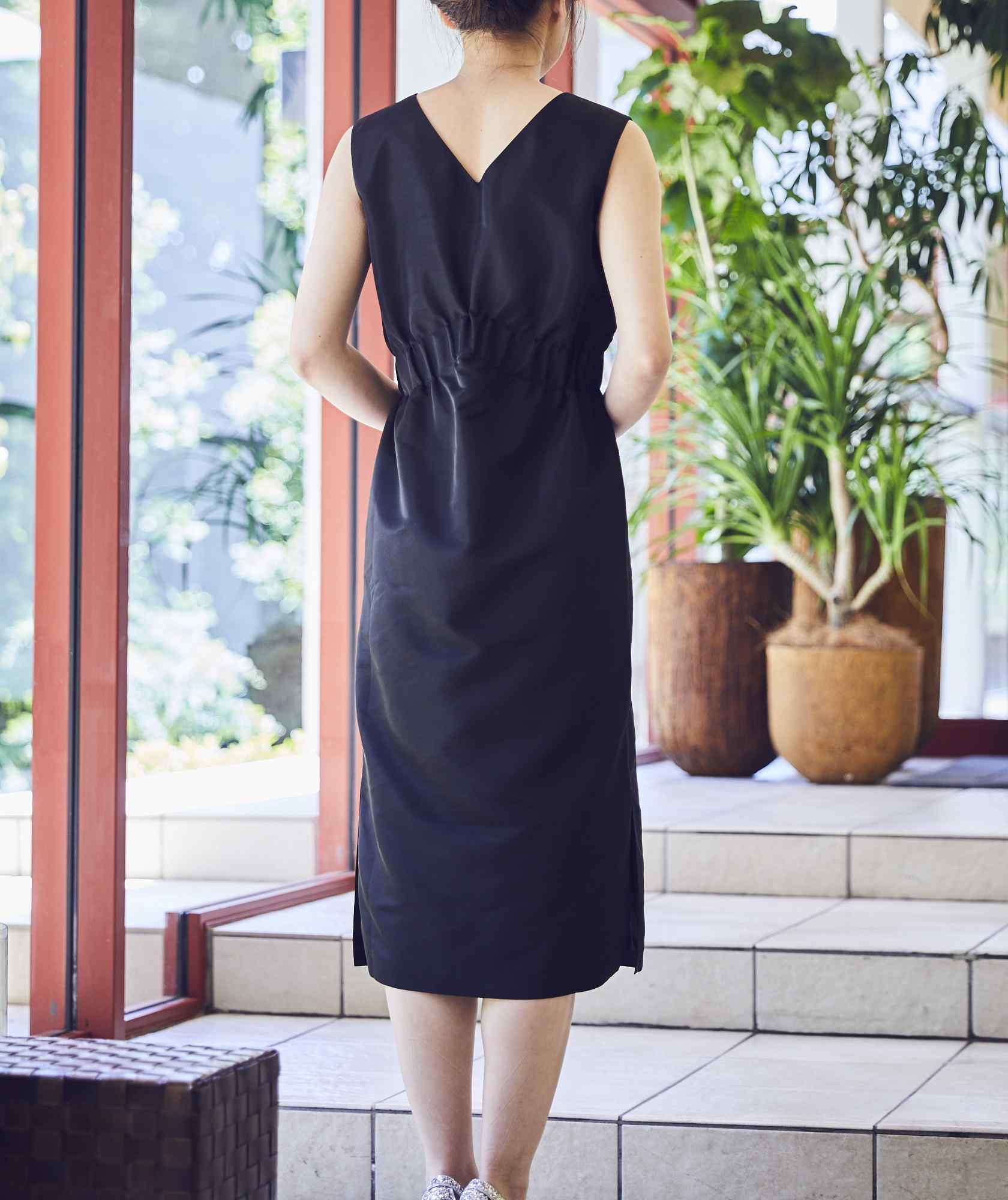 VネックシャーリングOGタイトミディアムドレス-ブラック-M
