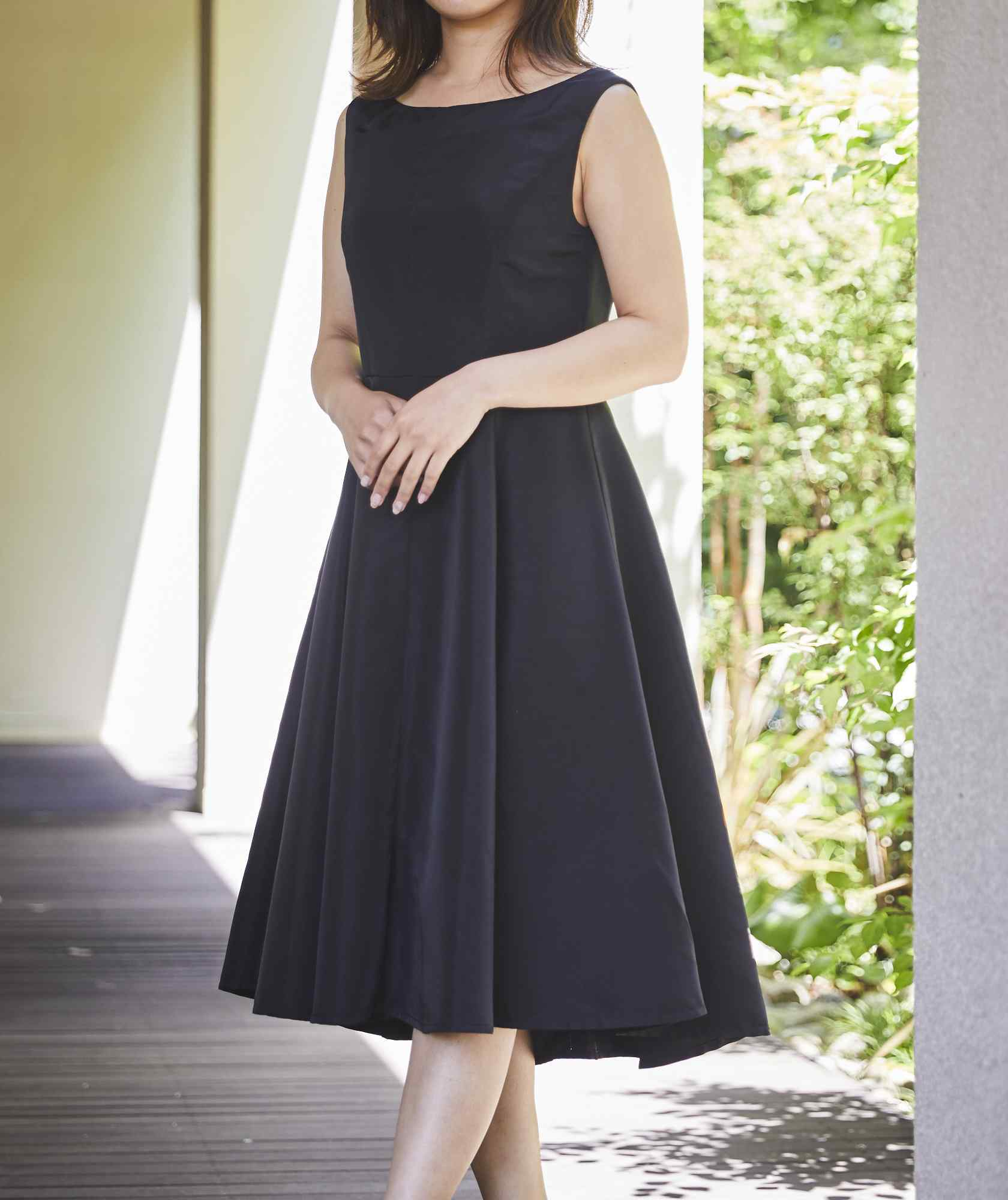 クルーVバックOGAラインミディアムドレス-ブラック-S