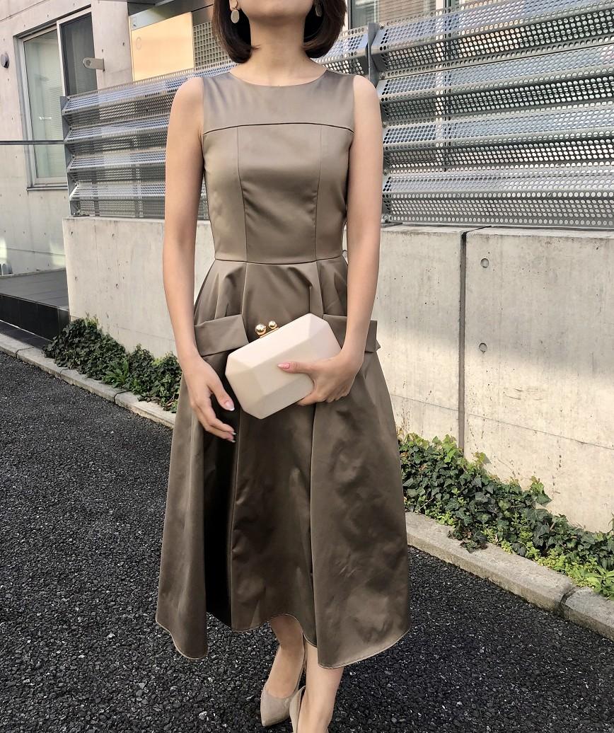 OGAラインフレアレディミディアムドレス-ベージュ-S