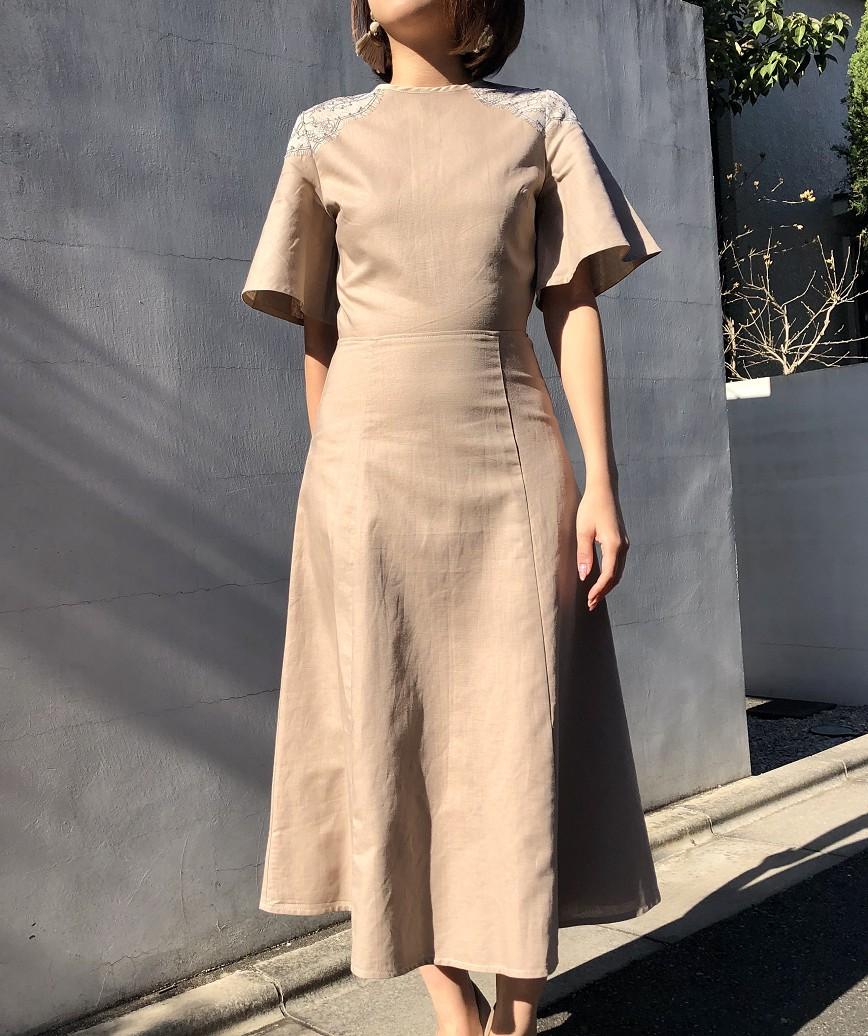 OGスモーキーフリルスリーブミディアムドレス-ベージュ-S