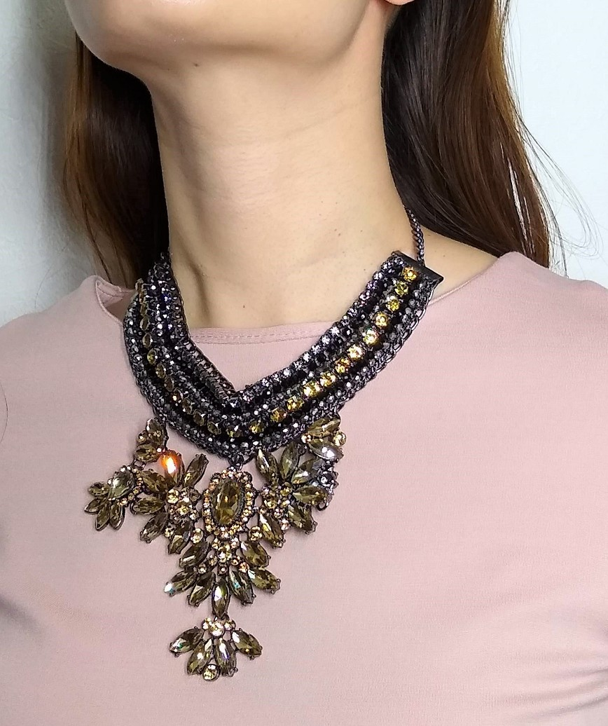 BLACK YELLOW STATEMENT NECKLACE